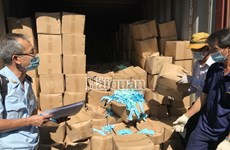 Hải quan bắt 2 container găng tay qua sử dụng nhập khẩu từ Trung Quốc