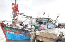 Quảng Bình: Cứu hộ thành công tàu cá gặp nạn trên biển về cảng an toàn