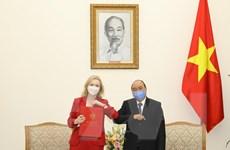 Thủ tướng Nguyễn Xuân Phúc tiếp Bộ trưởng Thương mại Quốc tế Anh