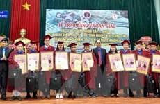 Trao bằng cho 33 bác sỹ về huyện nghèo miền Trung-Tây Nguyên