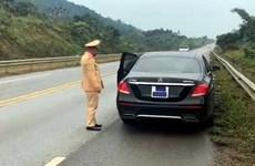 Dán băng dính che biển số, tài xế bị xử phạt ở cao tốc Nội Bài-Lào Cai
