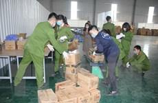 Niêm phong xưởng tái chế, thu giữ gần 4 tấn găng tay đã qua sử dụng