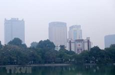 Hà Nội bị bao phủ bởi một lớp sương mù dày, không khí ô nhiễm nặng