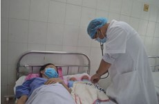 Cứu sống sản phụ mang song thai bị dây rốn bám màng hiếm gặp