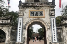 Nam Định: Du khách đeo khẩu trang khi đến đền Trần đầu năm mới