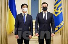 Ưu tiên tháo gỡ khó khăn cho người Việt ở Ukraine trong dịch COVID-19