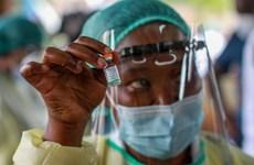 """Châu Phi """"đau đầu"""" trước vấn nạn vaccine ngừa COVID-19 giả"""