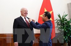 Trao Huân chương Hữu nghị tặng Đại sứ Liên bang Nga tại Việt Nam