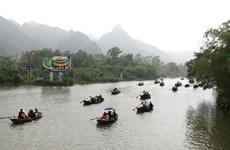 Chùa Hương đón 320.000 lượt khách tham quan sau 1 tháng mở cửa trở lại
