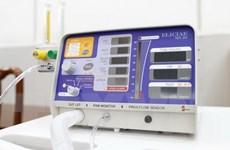 Chuyển 100 máy thở hỗ trợ nước bạn Lào chống dịch COVID-19