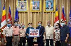 Trao tặng 500 triệu đồng hỗ trợ nhân dân Campuchia phòng, chống dịch