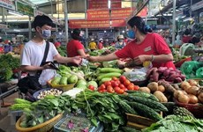 Thị trường thực phẩm giải nhiệt hút khách ngày nắng nóng