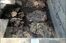 Xuất lộ hệ thống đá ong bó vỉa sát nền móng điện Thái Hòa