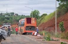 Đắk Nông: Xe khách đâm trực diện xe máy, một phụ nữ tử vong