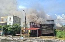 Một đám cháy lớn thiêu rụi 400m2 nhà xưởng tại Hải phòng
