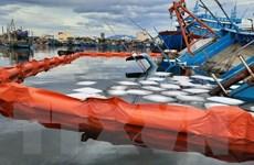 Đà Nẵng: Xử lý sự cố tràn dầu sau khi một tàu cá bị chìm trong đêm