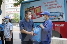 Hà Nội trao hơn 1.000 suất quà hỗ trợ tuyến đầu, người lao động