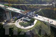Hợp long cầu Móng Sến trên đường nối cao tốc Nội Bài-Lào Cai đến Sa Pa