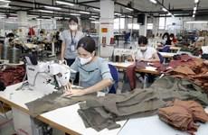 Giải bài toán khan hiếm lao động để phục hồi ngành dệt may-da giày