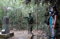 Hình ảnh cán bộ, chiến sỹ Thừa Thiên-Huế tuần tra cột mốc vùng biên