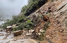 Lào Cai: Mưa lớn kéo dài làm sạt lở nghiêm trọng, chia cắt tỉnh lộ 158