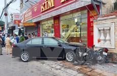 Bà Rịa-Vũng Tàu: Ôtô húc văng hàng loạt xe máy, nhiều người bị thương