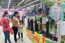 """Các siêu thị """"chào hè"""" bằng khuyến mãi giảm giá hơn 40%"""