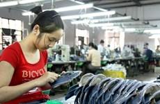 Tăng lương tối thiểu: Tương ứng năng suất lao động hay mức sống?