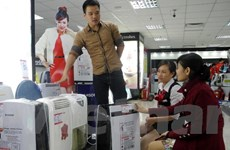 Mưa phùn kéo dài, máy sấy quần áo, máy hút ẩm đắt khách ở Hà Nội