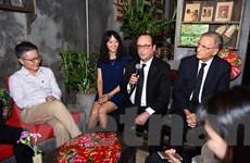 Tổng thống Pháp Hollande ghé thăm quán Càphê Cộng trên phố Mã Mây