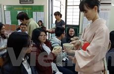 Học sinh Hà Nội háo hức tìm hiểu về nét văn hoá trà đạo của Nhật Bản