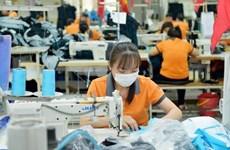 Doanh nghiệp thu hẹp sản xuất, giảm lương tới 40% để ứng phó COVID-19