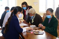 Hơn 11 triệu người gặp khó khăn vì COVID-19 đã nhận được tiền hỗ trợ