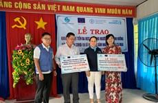 Hỗ trợ 3.500 người dân Cà Mau gặp khó khăn do COVID-19 và hạn hán