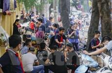 [Photo] Người dân Hà Nội vẫn chủ quan, vi phạm về phòng dịch COVID-19