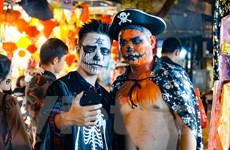 [Photo] Giới trẻ Hà thành 'hóa' ma quỷ xuống phố dịp Halloween