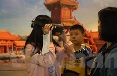Trải nghiệm thực tế ảo 3D chùa Một Cột thu hút khách dịp cuối tuần