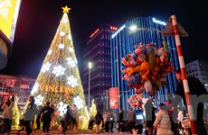 [Photo] Hà Nội lung linh sắc màu trang hoàng đón Giáng Sinh