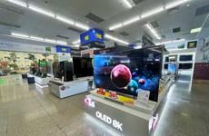 Các siêu thị điện máy đua nhau giảm giá sốc tivi đón mùa bóng Euro