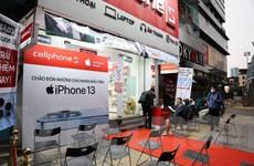Mở bán iPhone 13 chính hãng tại Việt Nam: Vắng vẻ nhưng không ảm đạm