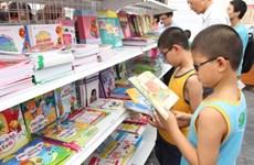 """Cùng """"Khám phá tri thức-chia sẻ niềm vui"""" với sách"""