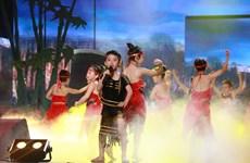 """[Photo] """"Cậu bé Tây Nguyên nhảy hip hop"""" trong đêm thi Đồ Rê Mí"""