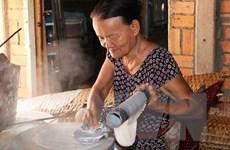 Nghề làm bánh tráng phơi sương Trảng Bàng trở thành di sản quốc gia