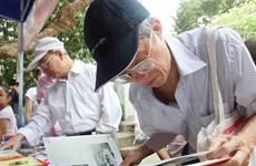 Phố sách Xuân Đinh Dậu tại Hà Nội kéo dài trong một tuần