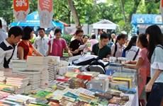 Hơn 100 gian hàng góp mặt trong hội sách tại công viên Thống Nhất