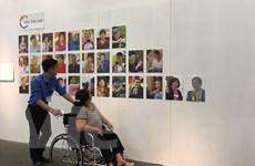"""""""Sắc màu hòa nhập"""": Cuộc sống qua ống kính của người khuyết tật"""