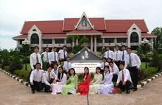 'Trường dạy chữ cái, chợ là nơi dạy tôi nói những tiếng Lào đầu tiên'