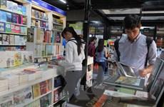 Lượng khách đến đường sách Nguyễn Văn Bình đạt 2,4 triệu lượt