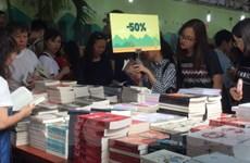 Giới thiệu tủ sách stem, giải mã tiểu thuyết Dan Brown tại hội sách