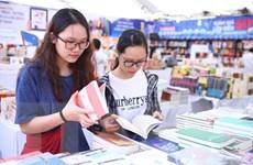 Hội sách 2018: 'Khoe' công nghệ kết hợp sách giấy và ứng dụng di động